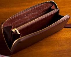 本革の醍醐味を最も楽しめるラウンドファスナー長財布