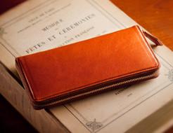 イタリアンレザーを贅沢に使った本革ラウンドファスナー長財布