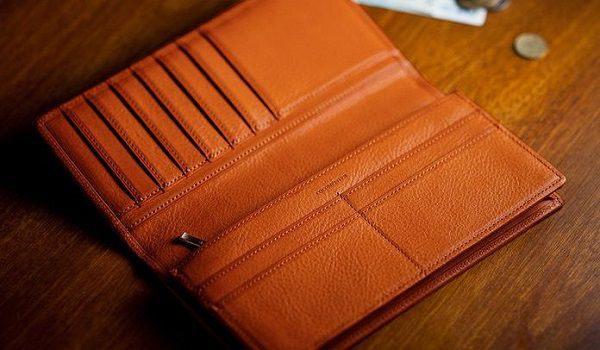 全面ミネルバボックス仕立てのメンズ長財布です