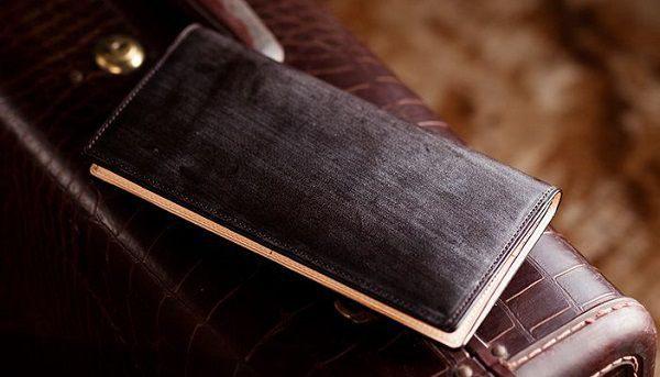 スタイリッシュで薄い作りのブライドルレザー長財布