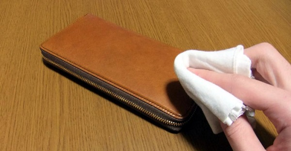 革財布の乾拭き