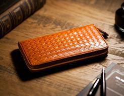 イタリアンレザーを使った編み込みラウンドファスナー長財布