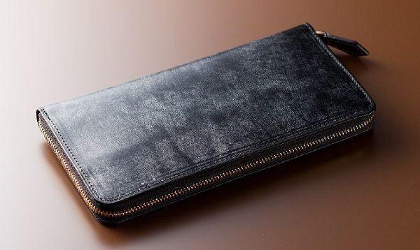 全面ブライドルレザー仕立てのラウンドファスナー長財布