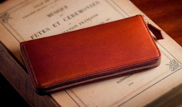 上質なイタリアンレザーを使ったラウンドファスナー長財布です