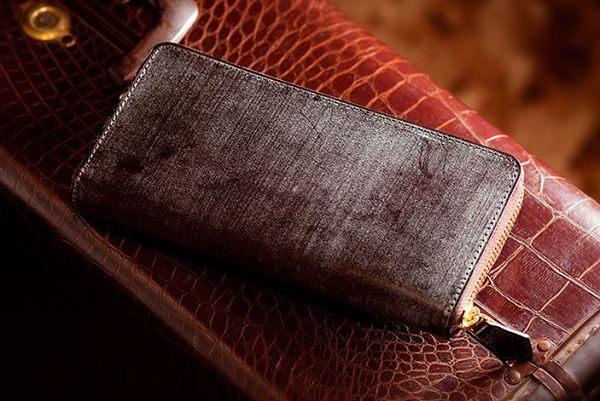 最高級ブライドルレザー仕立てのラウンドファスナー長財布です