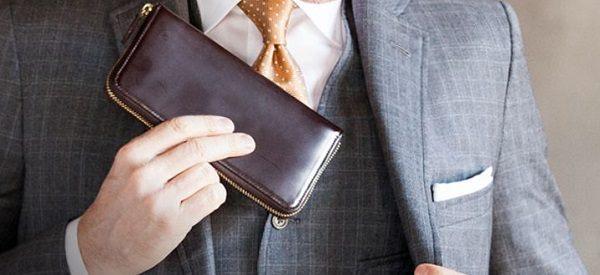 こちらのラウンドファスナー長財布おすすめです