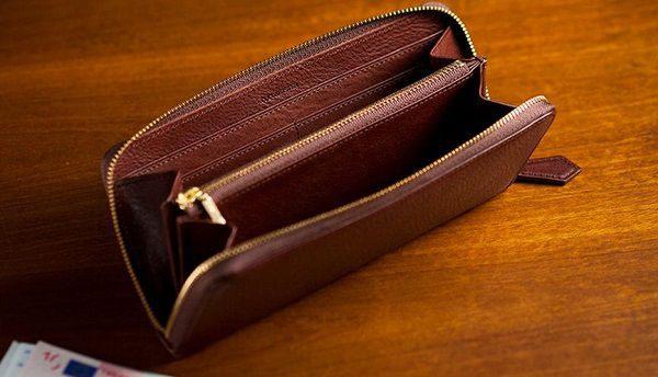全面ミネルバボックス仕立てのラウンドファスナー長財布です