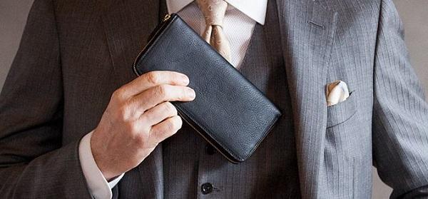 経年変化を存分に楽しめるラウンドファスナー長財布です