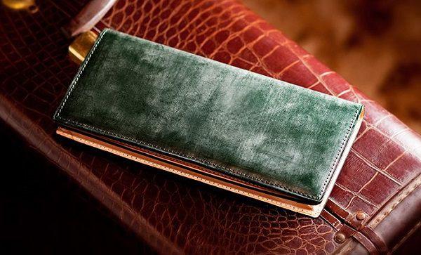 シンプルかつ収納力の高いメンズ革財布