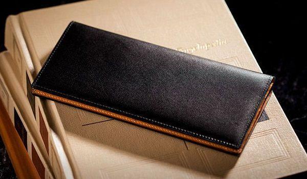 贅沢なイタリアンレザー・メンズ長財布です