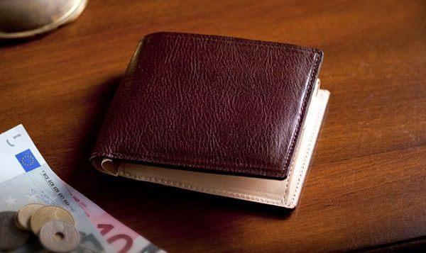 使い込むほどに味わいを増す本革メンズ二つ折り財布です
