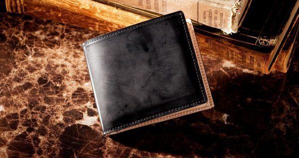 国産最高級コードバンを使った日本製のメンズ二つ折り財布です