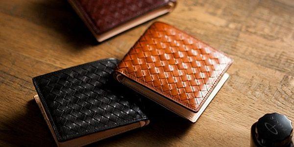 上質なイタリアンレザーを使った二つ折り財布おすすめです