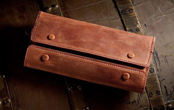 アーバンアウトドアに活躍しそうな個性的なメンズ革財布