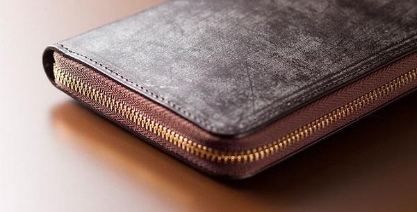 全面ブライドルレザー仕立ての贅沢なラウンドファスナー長財布です