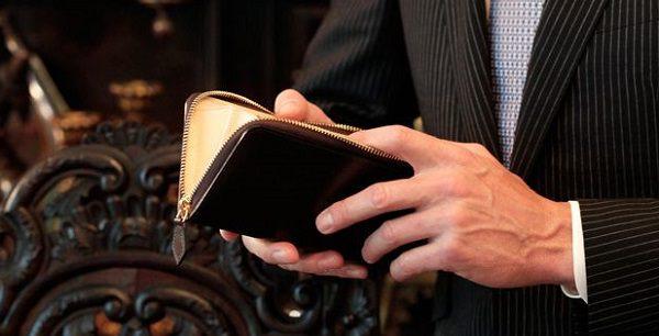 最もおすすめのラウンドファスナー長財布です!