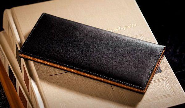 贅沢なイタリアンレザー仕立てのメンズ長財布