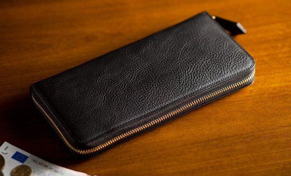 本革本来の経年変化を存分に楽しめるラウンドファスナー長財布