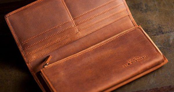 シンプルかつ大容量のオイルドヌバック・メンズ長財布です。