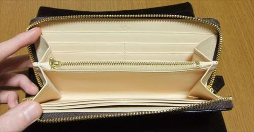 財布の中身をシッカリと整理整頓できる内装です