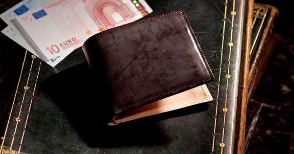 国産最高級コードバンを使った贅沢なメンズ二つ折り財布