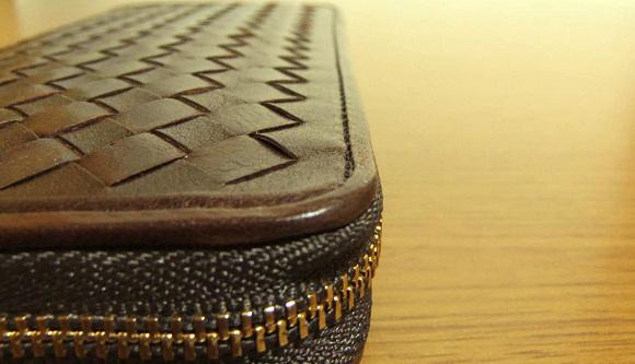 マットーネ・オーバーザウォレットのコバ面と縫製ライン