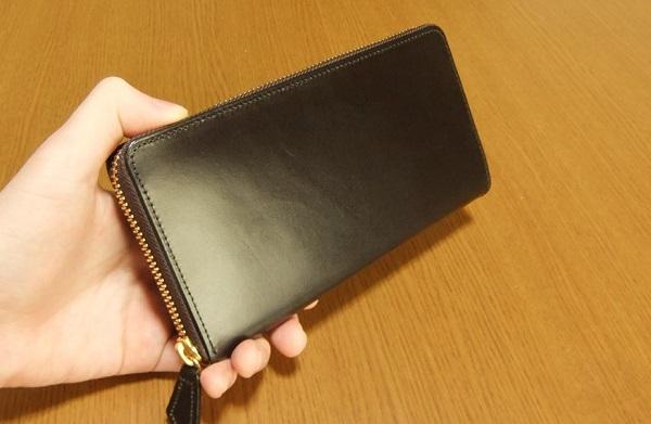 プレゼントされて喜ばない男性はいない革財布だと思います。
