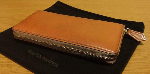 経年変化を存分に楽しめるラウンドファスナー長財布です。