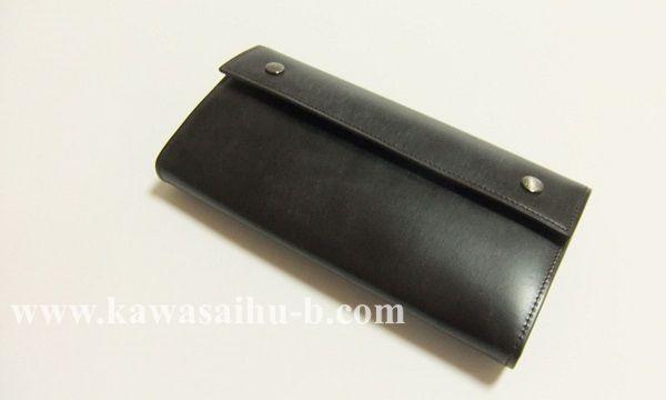 YUHAKUの長財布ブライドルクラッチウォレットの色合い