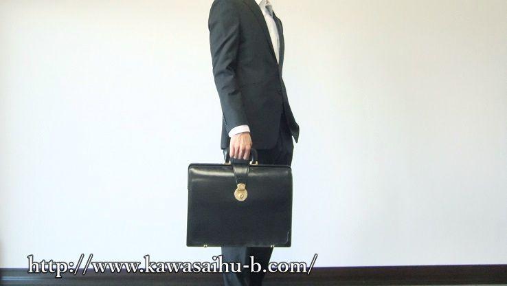 スーツとブライドル・ダレスバッグ
