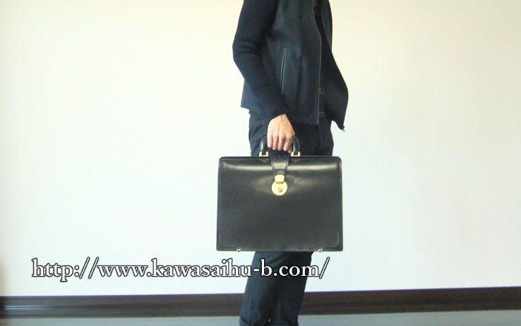 ブライドル・ダレスバッグを持った画像