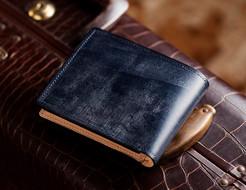 彼氏や旦那さんへのクリスマスプレゼントにおすすめの二つ折り財布