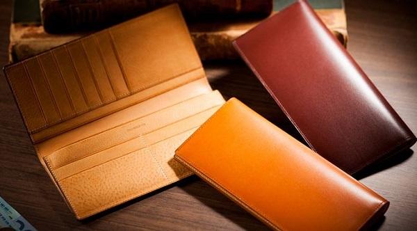 贅沢なイタリアンレザー仕立てのメンズ長財布です