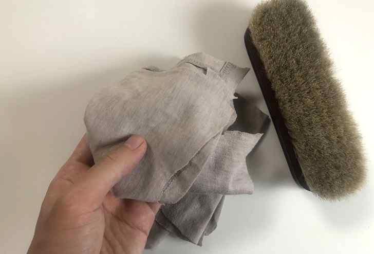 乾拭きやクリームを塗る布